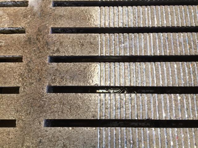 Temmink Agro Producten vloer opruwen. betonvloeren opruwen voor en na.